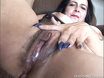Mature amateur has a big climax