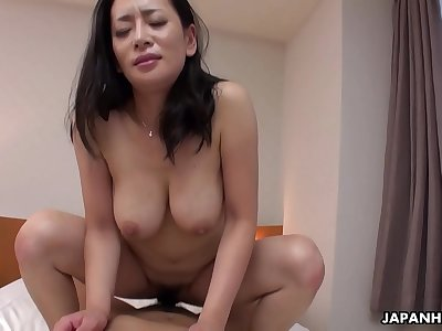 Japanese mature, Rei Kitajima inhales cock, uncensored