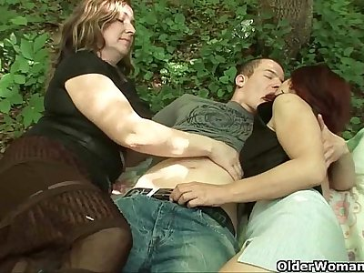 Mommy loves outdoor sex