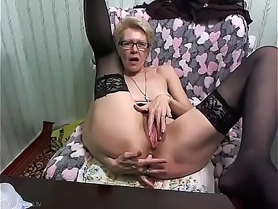 Sexy Russian mommy