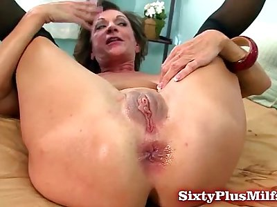 Mature amateur loves buttfuck sex